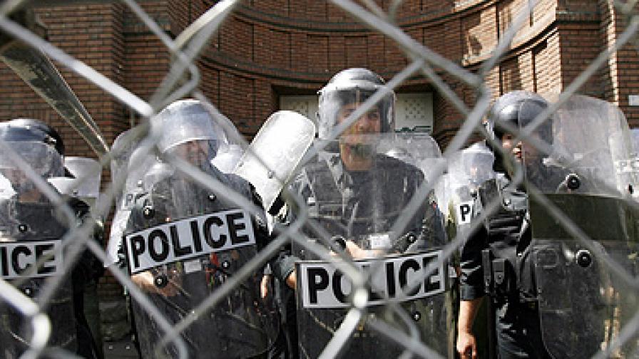 Сблъсъци между полиция и вилнеещи тълпи в Гренобъл