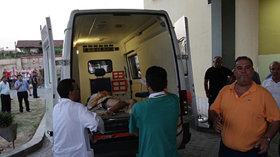 Автобус падна в пропаст в Албания, 14 загинали