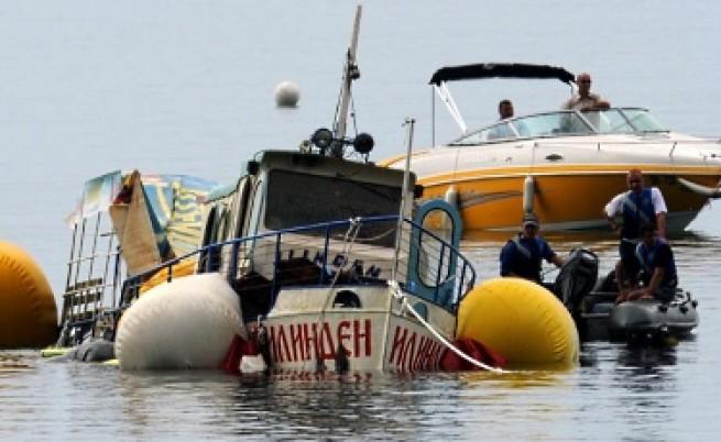 Кораби не плават в Охридското езеро, собствениците им обмислят дело