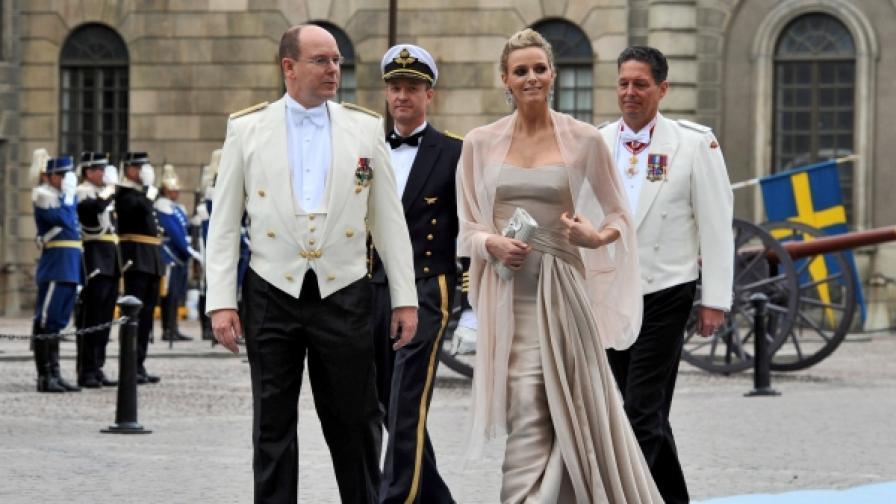 Князът на Монако Албер ІІ и бъдещата княгиня -  южноафриканската плувкиня Чарлийн Уитсток на сватбата на шведската престолонаследничка (снимка от 23.06.2010)