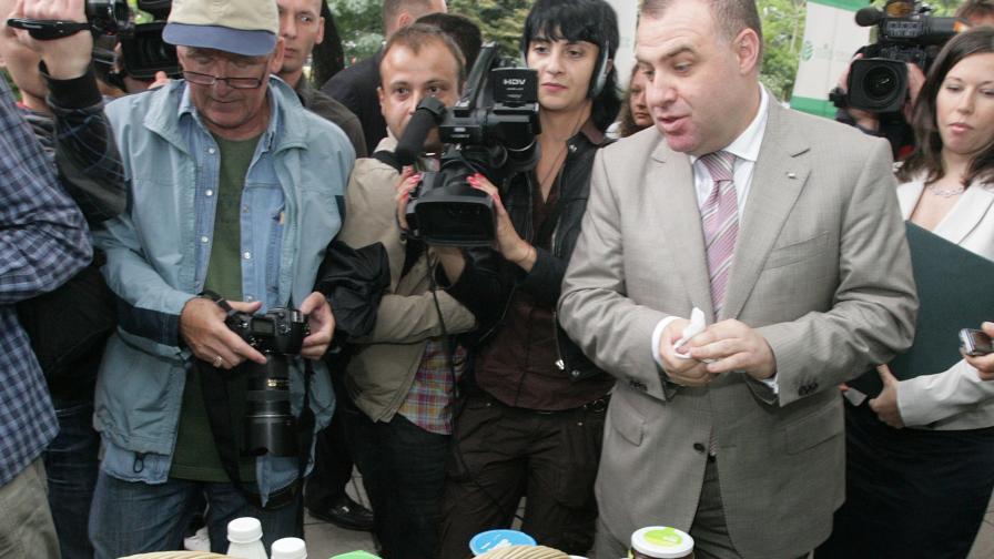 Министърът на земеделието и храните Мирослав Найденов открива Събора на българското земеделие пред сградата на ведомството