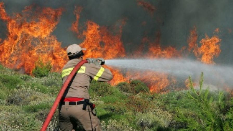 Българи запалили пожар на гръцки остров