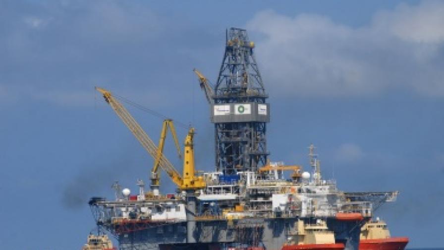 """Нефтената платформа на """"Бритиш петролиъм"""" в Мексиканския залив"""
