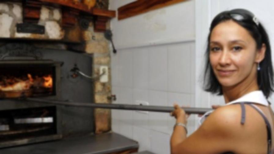 Жените прекарват по две години и половина от живота си в готвене