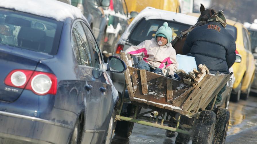 Превозването на деца в стари каруци може да бъде много опасно, особено в градския трафик