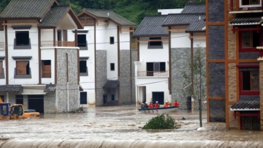 Гигантски реки от кал убиха над 1200 души в Китай
