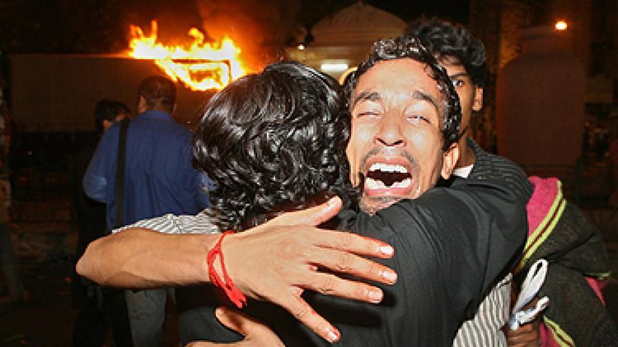 Троен атентат в Пакистан, поне 35 убити и 250 ранени