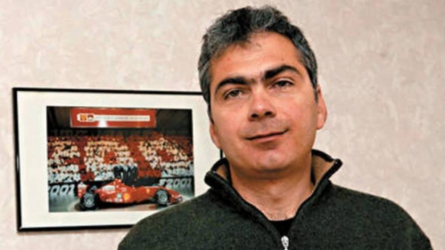 Иван Тенчев е един от малкото, ако не и единственият журналист в България, който действително разбира от моторни спортове и професионално се занимава с това