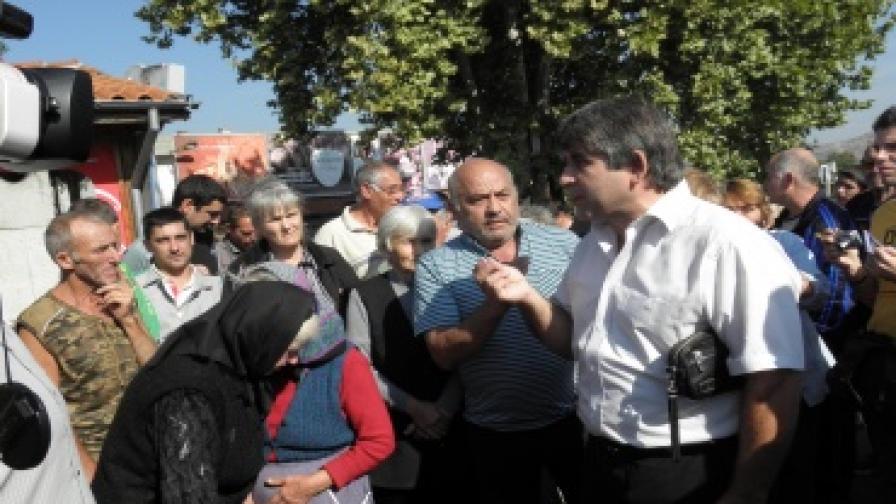 Жители на село Усойка на протест за вода