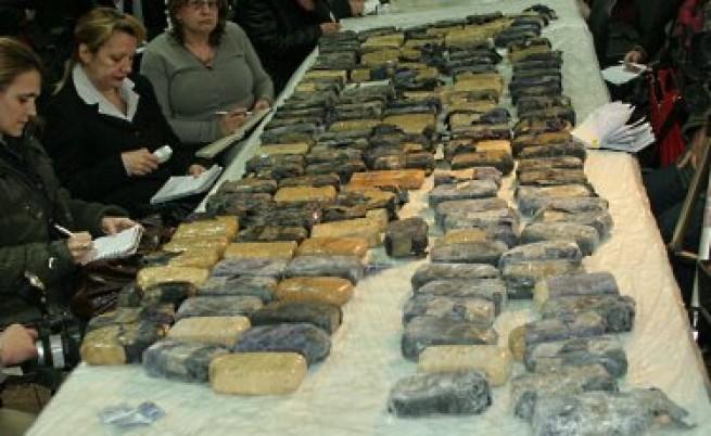 Хванаха 13 тона суровина за хероин