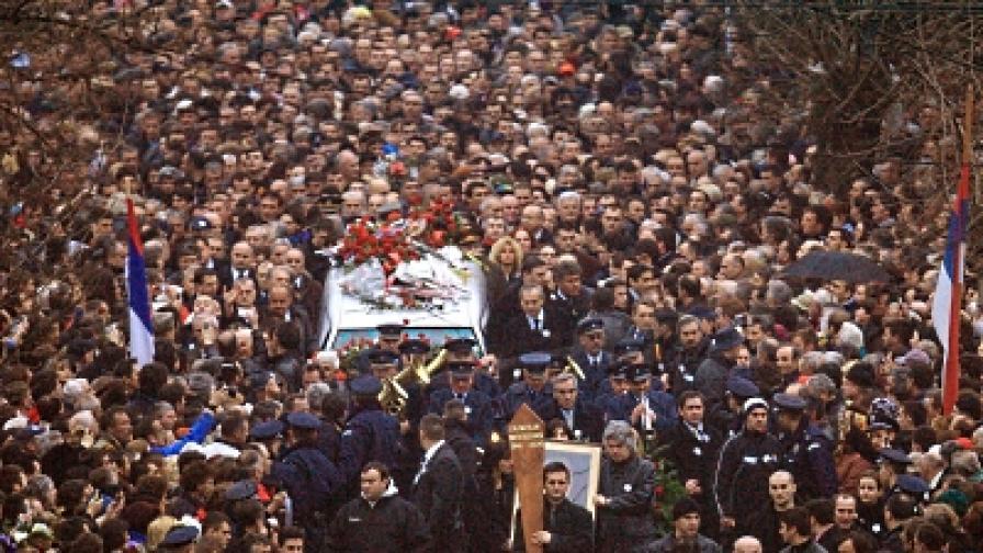 Хора на Милошевич още управляват Сърбия