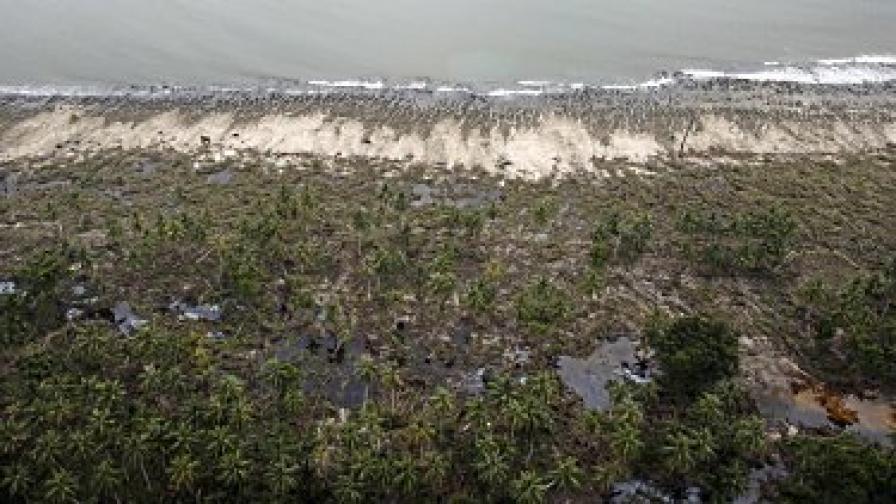 Броят на жертвите от цунамито и вулкана в Индонезия непрекъснато нараства