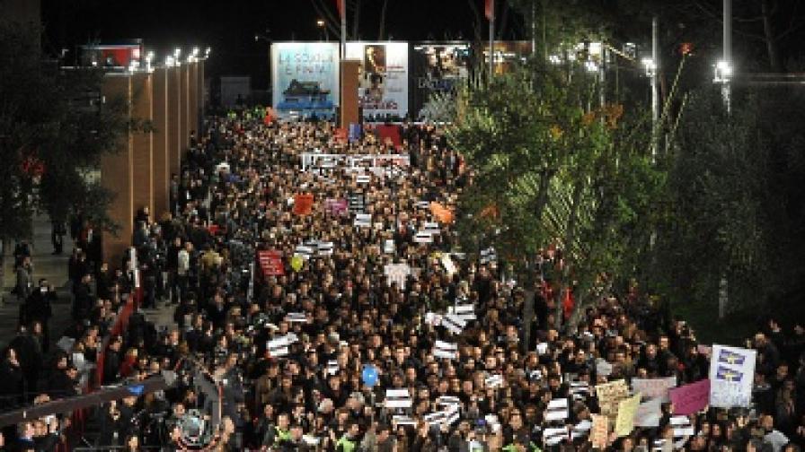 Протестиращите окупираха целия червен килим