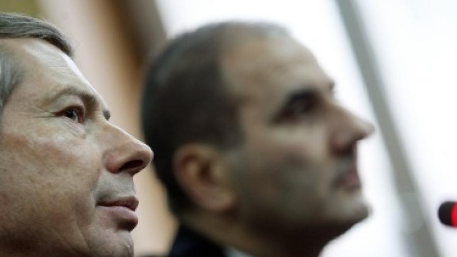 Вътрешният министър Цветан Цветанов и американският посланик Джеймс Уорлик на брифинга в МВР днес