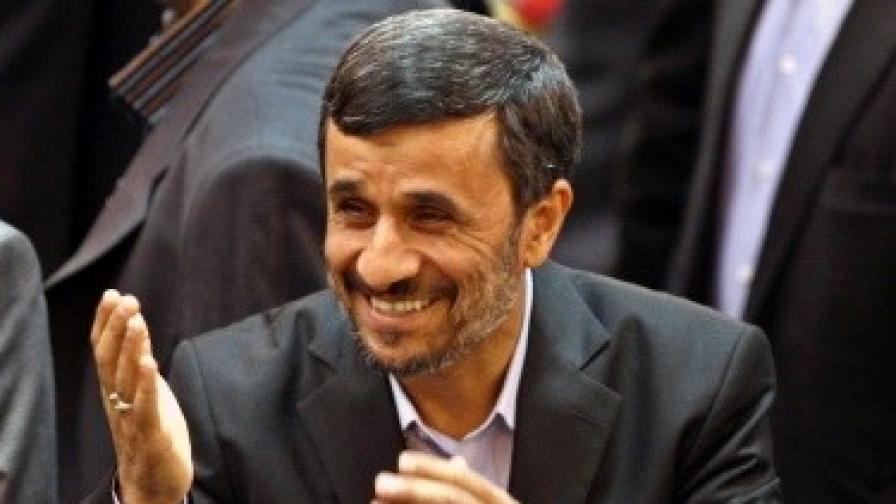 Иранският президент пуска стара кола на търг