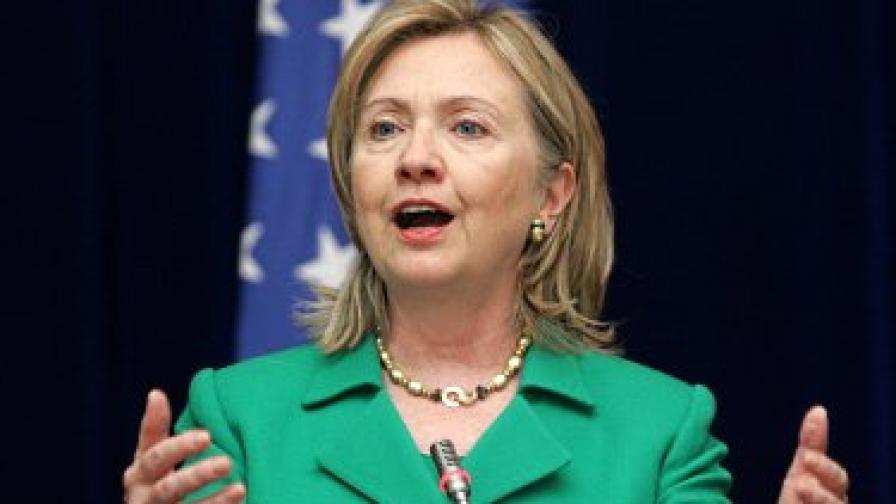 Клинтън искала биометрични данни на румънските лидери