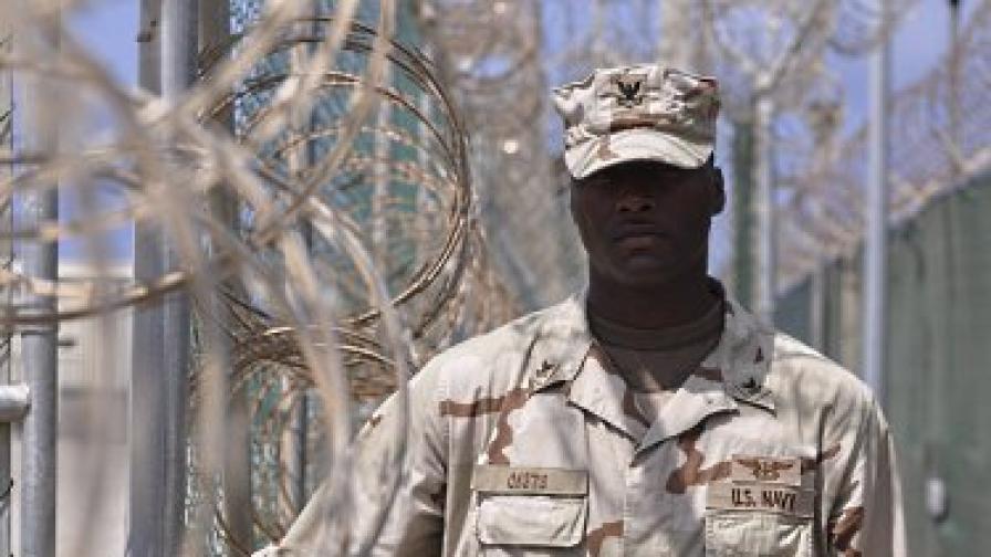 Няма да закрият Гуантанамо и през 2011 г.
