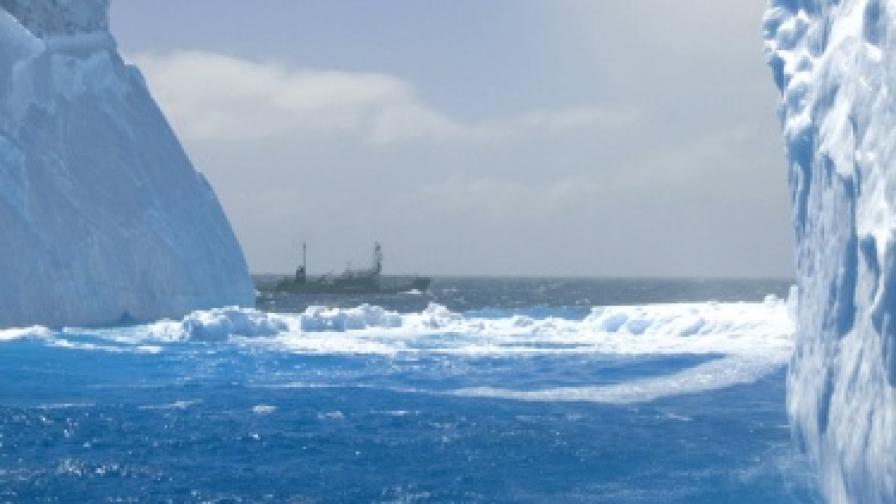 Южнокорейски кораб потъна, има загинали