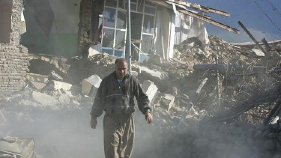 Земетресение в Иран разруши три села