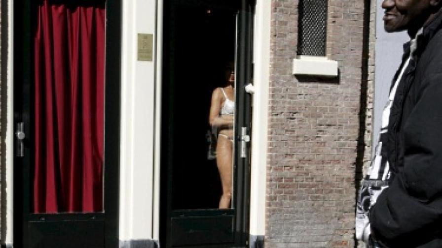 Данъчните в Холандия погнаха проститутките