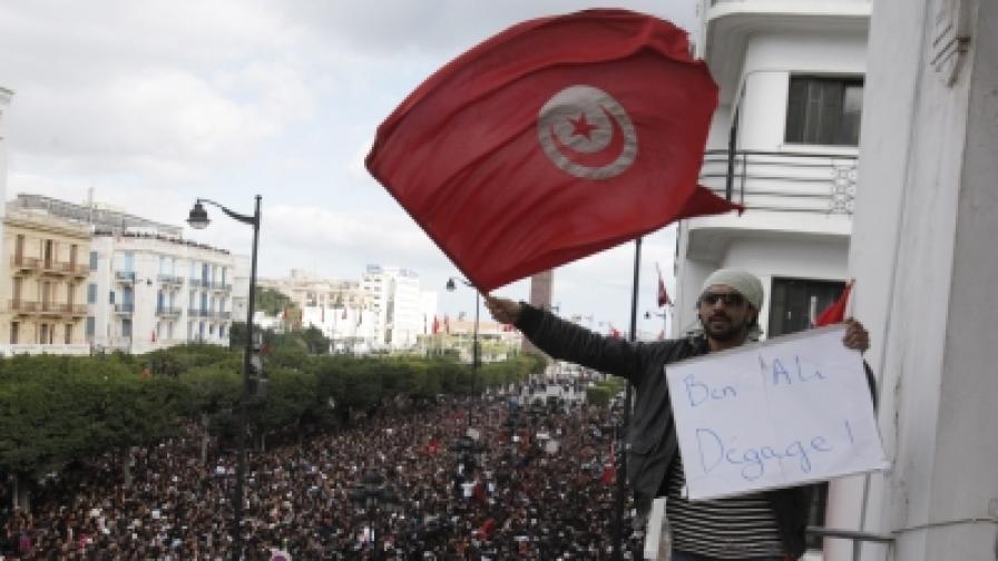 Тунис: 1000 затворници на свобода след бунт