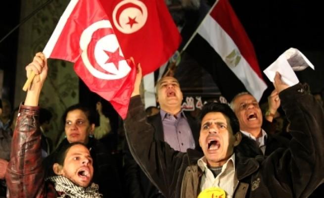 Протестиращи араби се самозапалват