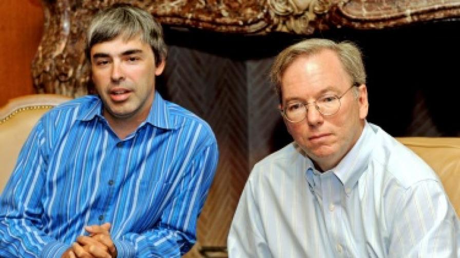 Досегашният шеф Ерик Шмид (вдясно) с единия от съоснователите и нов-стар CEO Лари Пейдж