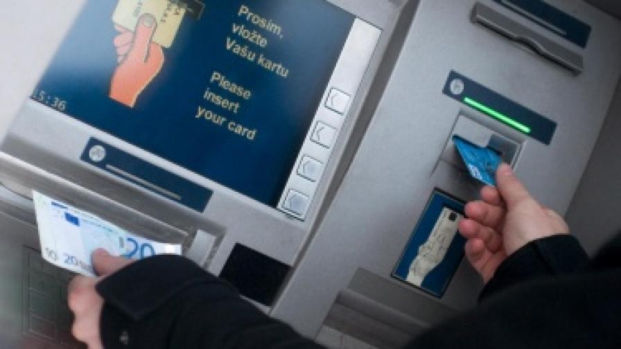 Българите плащат все повече с карта