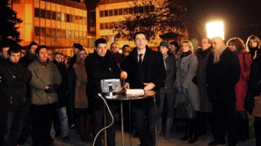 Македонска телевизия излъчва от улицата в знак на протест
