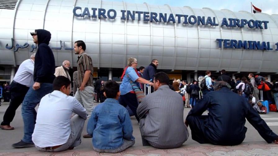 Хаос на летището в Кайро