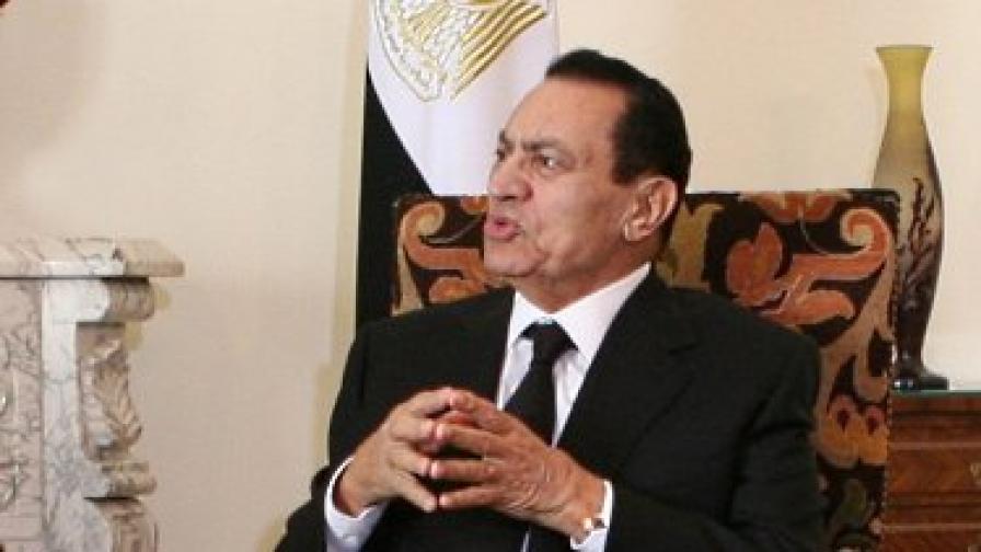 Мубарак създава комисия за промени в конституцията