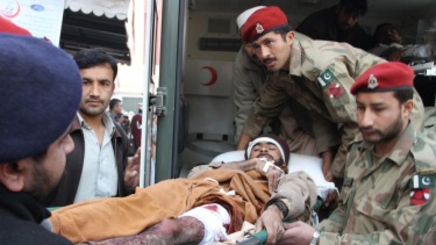 Тийнейджър камикадзе уби десетки  в Пакистан