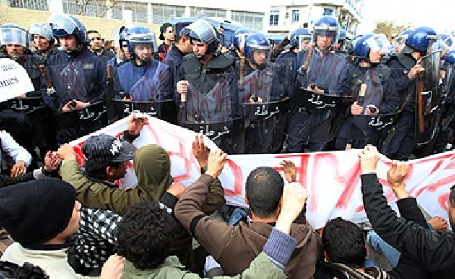 Сблъсъци между сили на реда и демонстранти в Алжир