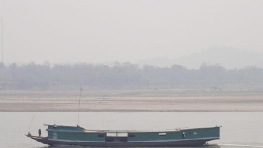 Корабче с чуждестранни туристи потъна във Виетнам