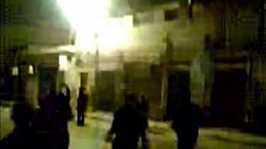 Бойни самолети обстрелват протестиращите в Триполи