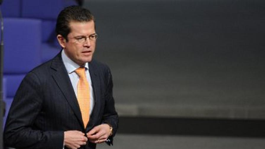 Плагиатството свали германския министър на отбраната