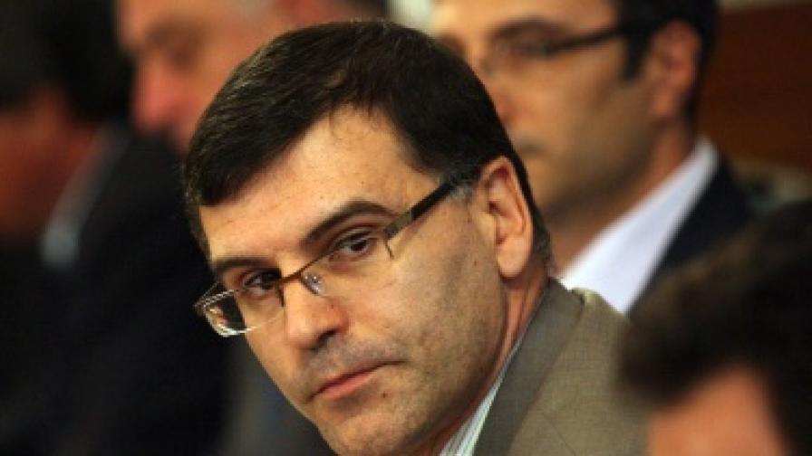 Дянков: Няма да има намаляване на акциза за горивата