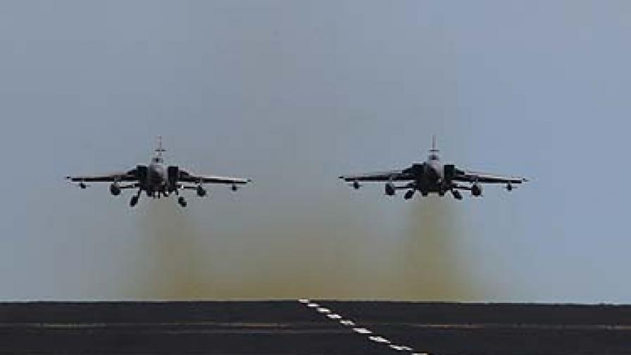"""В ранните часове на деня информационите агенции твърдяха, че """"вероятно до часове ще има операции на Великобритания, Франция и САЩ срещу режима в Либия"""""""