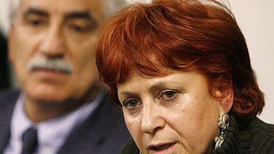 Червенокосата Илда - кошмарът на Берлускони
