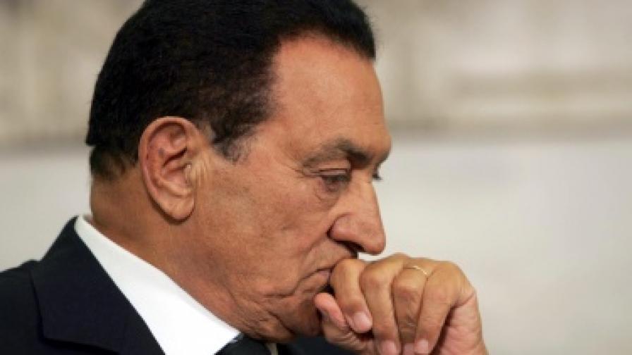Арестуваха Мубарак и синовете му