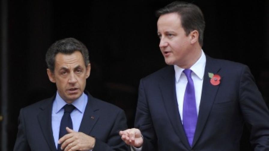 Британският премиер Дейвид Камерън (д) с френския президент Никола Саркози