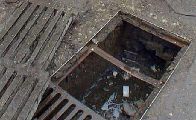 В София крадат капаци на шахти и знаци