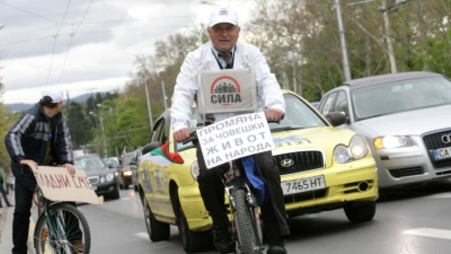 """Хората протестират, """"Лукойл"""" вдига цените"""