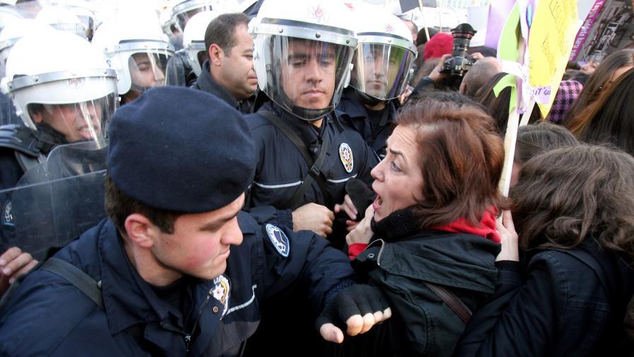 Строги присъди за насилие над жени в Турция