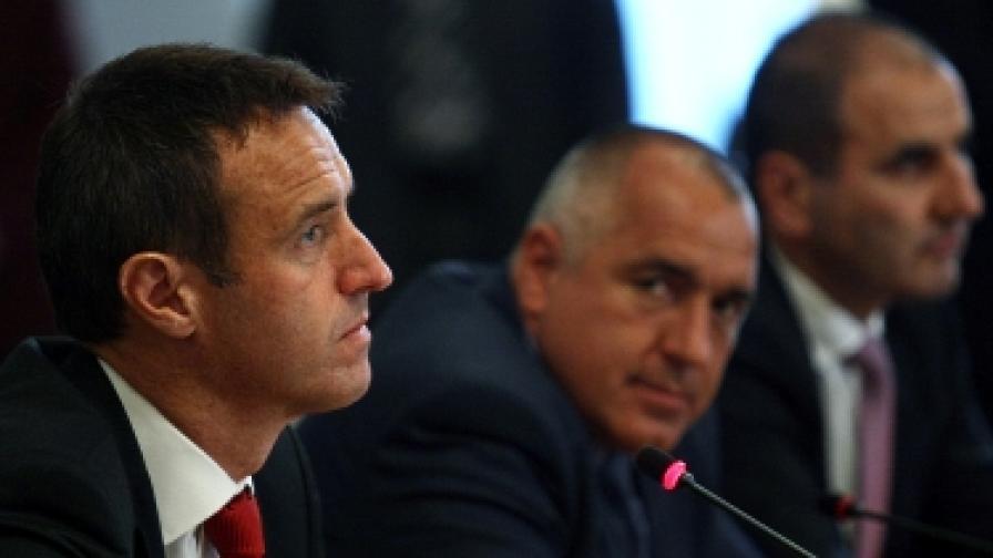 """Министър-председателят Бойко Борисов и директорът на """"Европол"""" Роб Уейнрайт дадоха брифинг по повод полицейската операция на 13 май"""