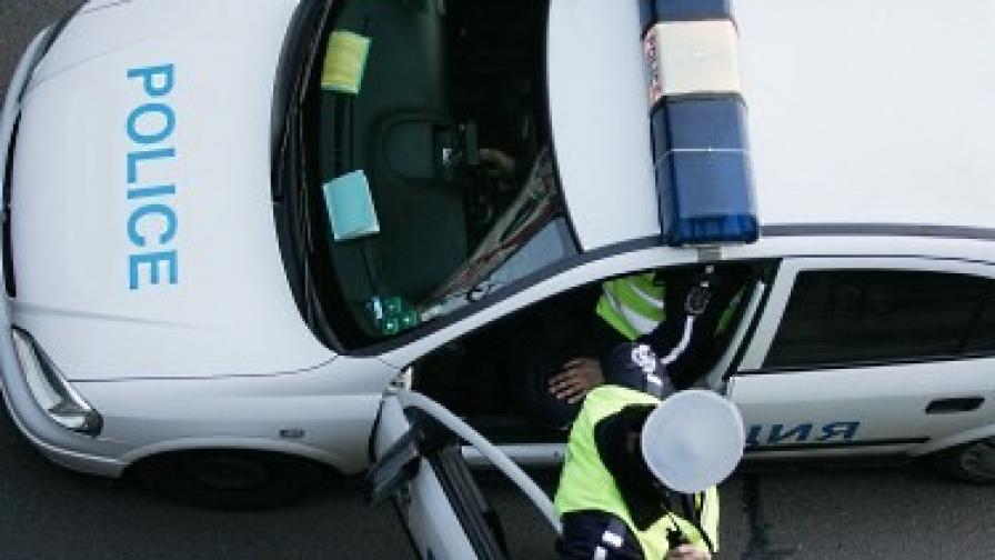 Полицията иззе автомат и боеприпаси от лихвари в Ихтиман