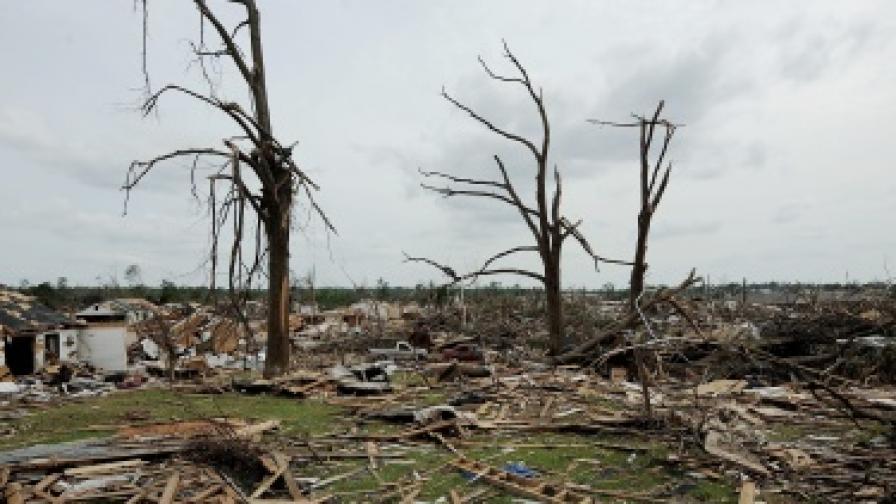 Десетки жертви на торнадото в САЩ