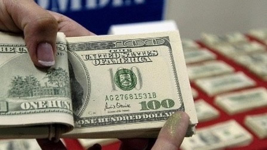 100 000 фалшиви долари в София