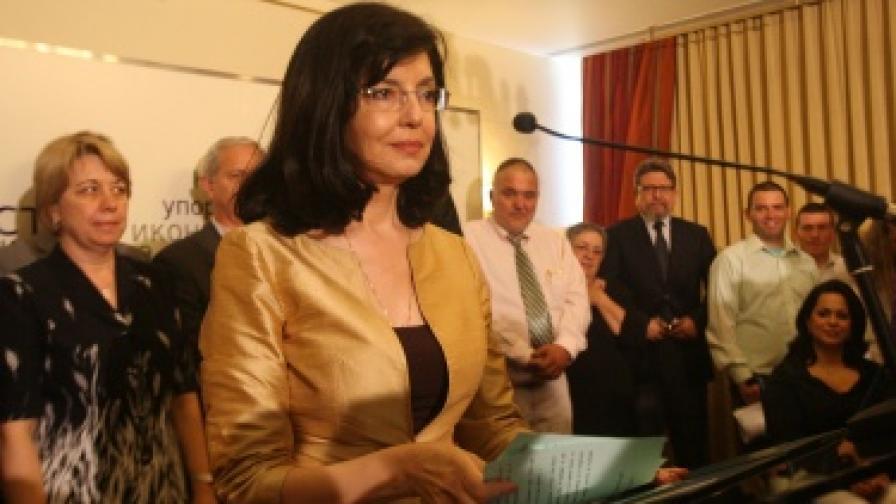 53-ма издигнаха Меглена Кунева за президент