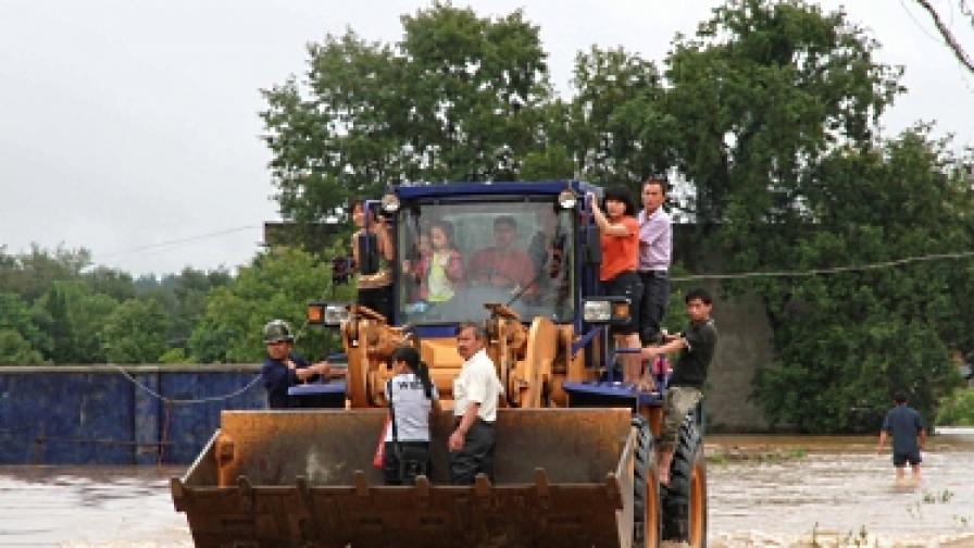 Десетки загинали при наводнения в Централен Китай